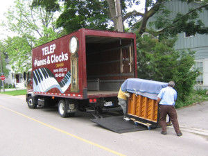 unload piano from piano moving truck